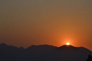 the-sunset-behind-the-mountains-in-turkey-1432032-m