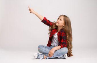 dziecko wskazuje